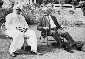 ant Kirpal Singh with the Vice-Chancellor of the Kurukshetra University, 1970