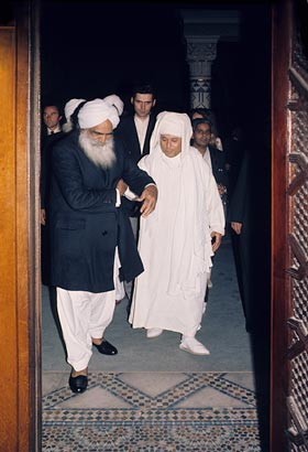 H. Boubakeur received Sant Kirpal Singh with affection at the main gate and escorted Him to the dais