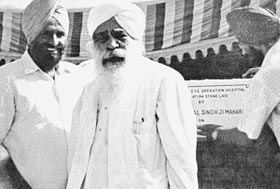 Sant Kirpal Singh with Dr Harbhajan Singh; just after laying the foundation stone the mason is applying the plaque
