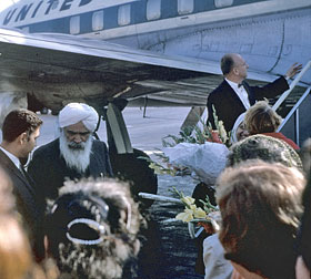Kirpal-Singh,-Washington,-arrival-at-National-Airport,-USA-1963_resize